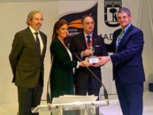Entrega del premio a Manuel Vegas Lara
